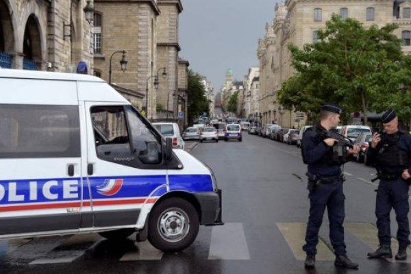 「這是為了敘利亞!」巴黎聖母院外發生襲擊 警方開槍擊傷兇徒