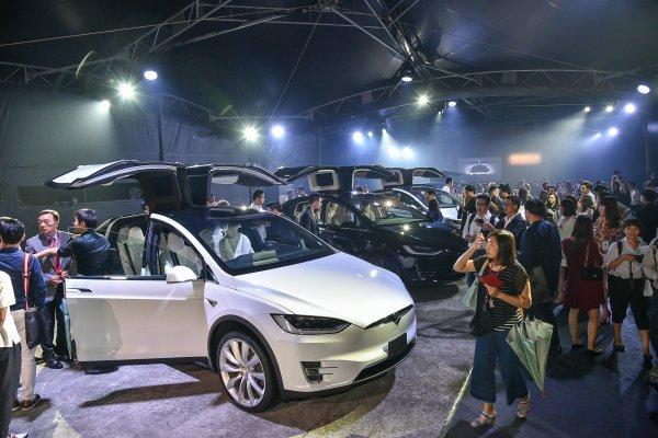 Tesla台灣第一批純電動車-Model X交車 迎接純電新紀元