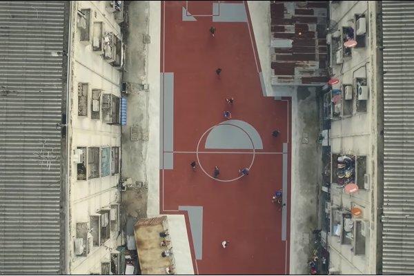 誰說足球場一定要是方形的?曼谷令人耳目一新的不規則足球場