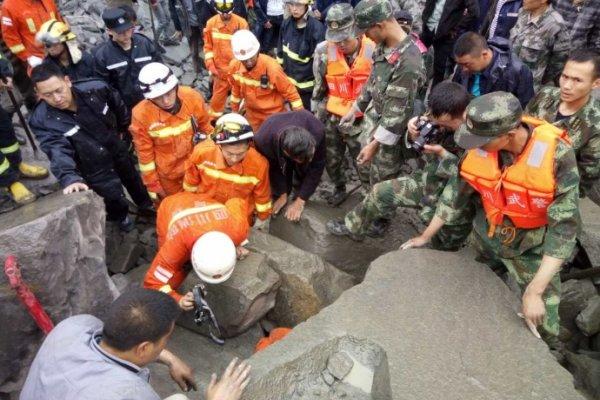 四川藏區發生大規模山體垮塌 46戶農家141人恐遭活埋