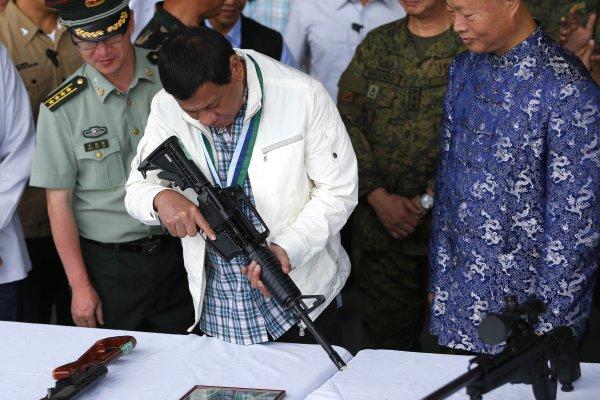 打擊武裝恐怖分子  中國贈2億3500萬元軍火給菲律賓