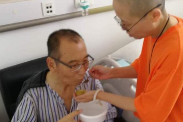 劉曉波家人:劉曉波投藥後狀況好轉 下周是搭飛機出國治療最佳時機