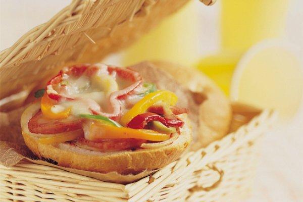 做出好吃的披薩一點也不難!5步驟完成超可愛小披薩,野餐拿出來根本羨慕死人