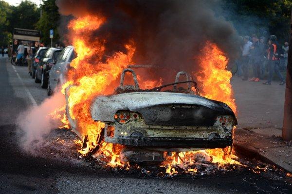 「歡迎來到地獄」》G20漢堡峰會10萬示威民眾侍候 還沒開幕就引發暴力衝突 111名警員受傷