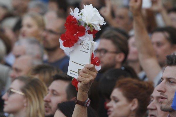 走回獨裁政權老路,黑手伸進司法系統 波蘭執政黨引爆全國示威