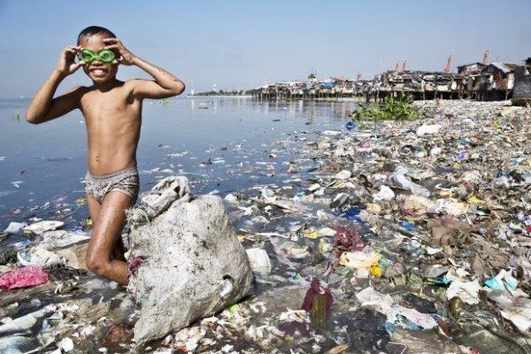 60年來從未離去!5張圖揭開地球最怵目驚心風景,塑膠垃圾這樣長伴人類左右…