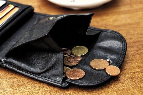 承認吧!沒薪水你能活超過一星期嗎?不能,你就是實質「破產」一族!