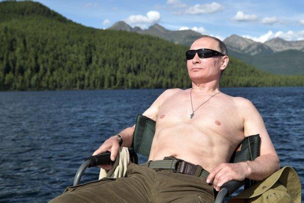 戰鬥民族總統猛男秀!普京野外度假炫身材 國防部長當地陪也跟著脫了