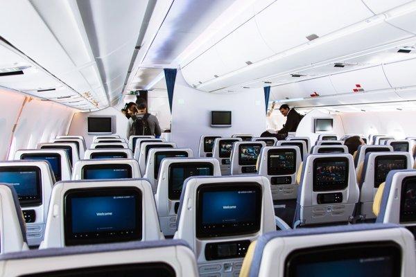 搭飛機升等,我該丟下我的伴侶在經濟艙嗎?