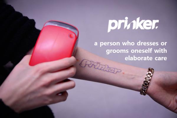 想要不必忍痛、可隨時清除的刺青嗎?這機器還讓你自己設計圖案,質感大勝紋身貼紙!