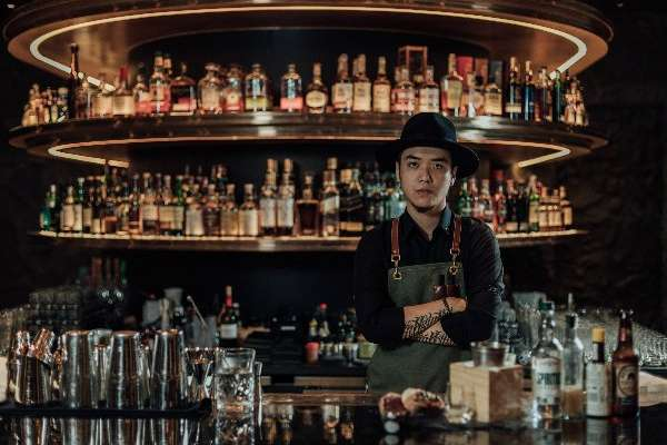 絕不只是倒酒、耍帥!王牌調酒師分享入行經歷,欲調出精緻優雅的酒,還需注重…
