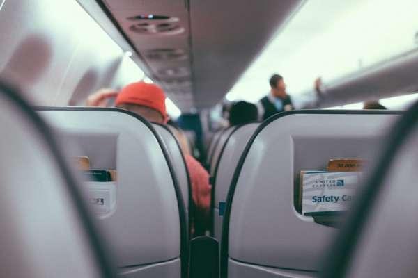 空姐的秘密武器!帶這6大法寶上飛機,包你舒適又放鬆,搭機不再是苦差事!