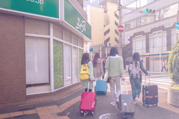 遇到這些人,真想裝不會說中文!台灣人出國旅遊,常見失格行為好丟臉啊!