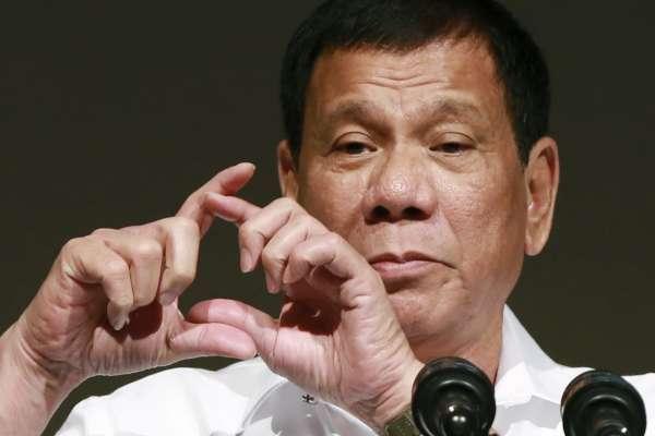 「妳們剝奪我的言論自由」表揚傑出女性軍警場合 菲律賓總統杜特蒂稱女性「婊子」