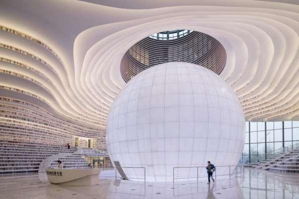 中國最美圖書館盛大開幕!超壯觀蜿蜒書牆,就像被包圍在書的海裡…去這玩千萬別錯過!