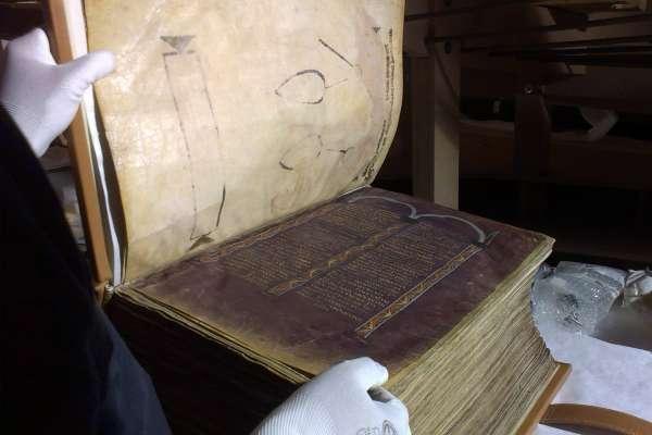 1300年的歐陸奇幻旅程...重達34公斤的全牛皮聖經、現存最古老拉丁文手抄本明年「回娘家」!