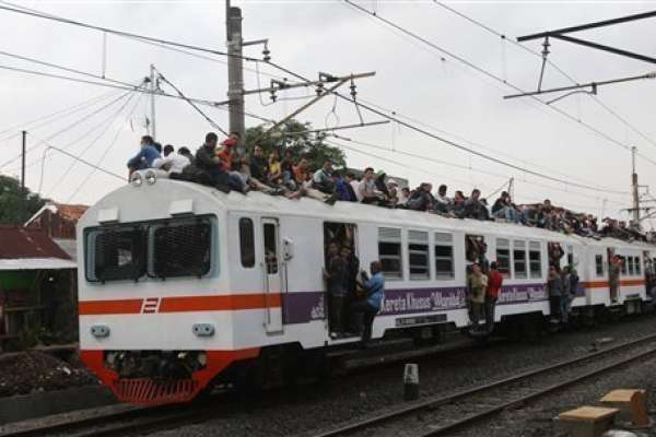 印尼火車的性騷擾案頻傳 當局派臥底乘客揪出色狼