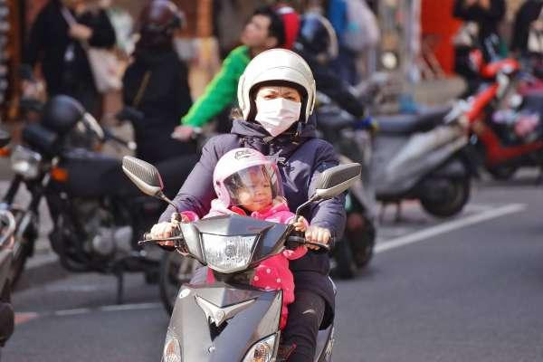 冷氣團影響  北台灣濕冷  其他地區日夜溫差大