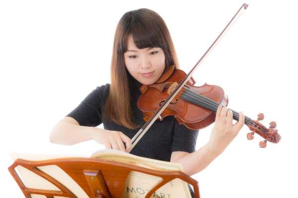 看不懂五線譜也能演奏樂器?只要有了「它」,每個人都能一秒變音樂家!