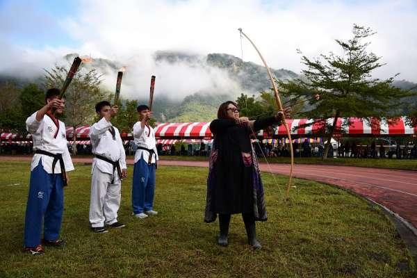 南投信義全鄉運動會 布農傳統射箭高手射箭點聖火
