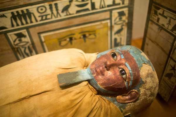 人死後屍體會有什麼變化?火化途中坐起來、頭髮指甲全變長…專家破解6個都市傳說的真相