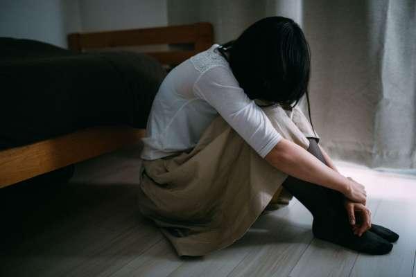 他總是辱罵她、對她施暴,事後又溫柔地向她道歉、說愛她…家庭暴力最可怕的循環