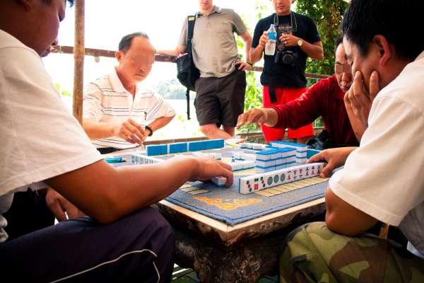 過年在家跟親戚打麻將,到底會不會觸法?專業律師教你怎麼玩才安全