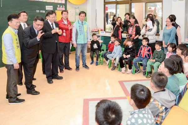 視察幼兒園空氣品質監測設施 鄭文燦:每台補助2萬元
