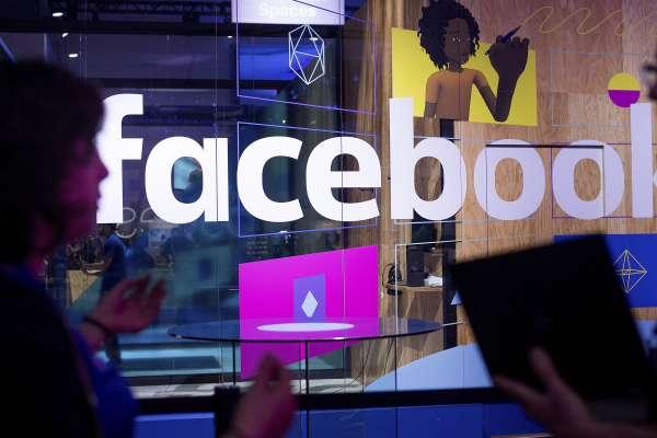 男人可以露乳頭,女人不行?社群網站龍頭封殺女性乳頭照 紐約上百人在臉書總部脫光露點抗議