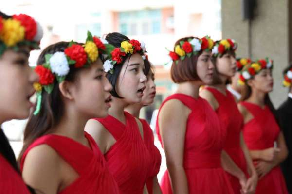 第一次指揮就拿下冠軍!留美音樂名師回台東偏鄉組合唱團,唱出台灣最美的歌聲
