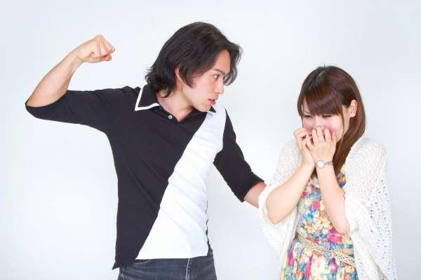 為什麼無法離開傷害我們的伴侶?4個患上愛情斯德哥爾摩症候群的原因