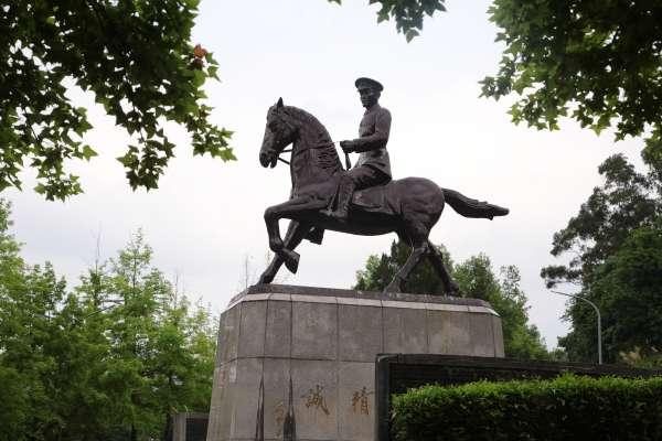 施威全觀點:鋸蔣銅像紀念二二八,是媚俗與遮掩