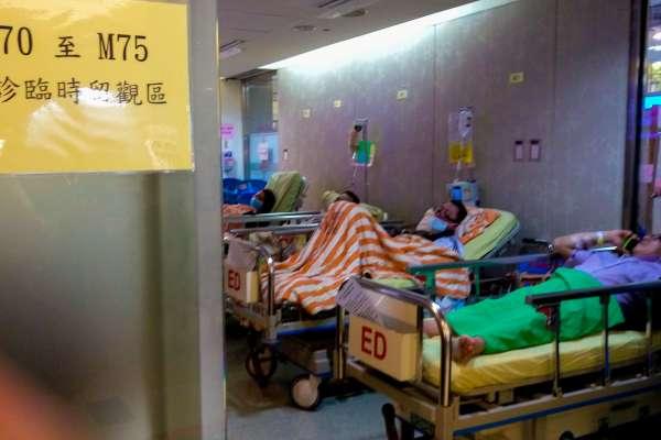 疫情悲歌》急診室爆滿、只剩戶外能插管⋯醫師淚曝垂死老人放棄搶救的真實現況