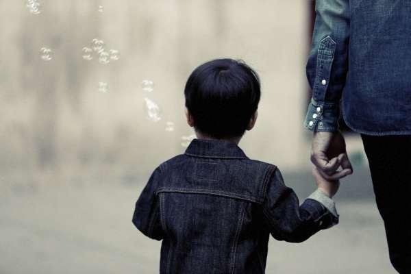 平平是爸媽生的,為何有些人就是比我受寵?他這樣開導全天下沒「被偏心到」的孩子