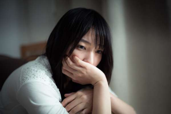 「愛是恆久忍耐」根本是騙人的鬼話!經過誇張大伯的辱罵騷擾,她才體會到這個真相