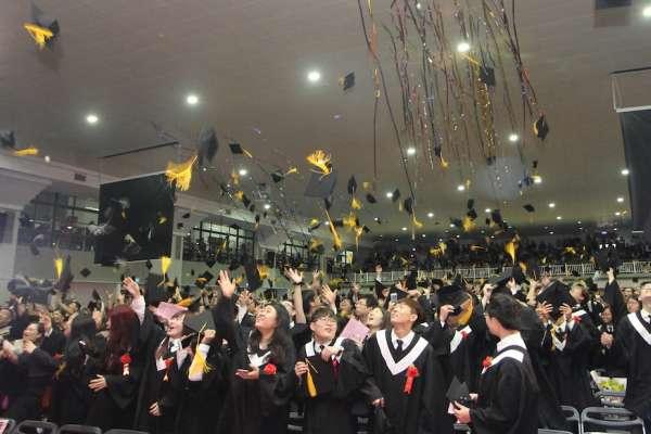 「育」見未來、「達」人啟航 朱俐靜暖聲歡送畢業生