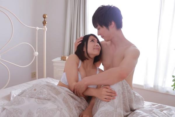 「老婆的腿張不開」夫妻結婚11年都無法圓房…直到丈夫學會「這件事」才在床上順利達陣