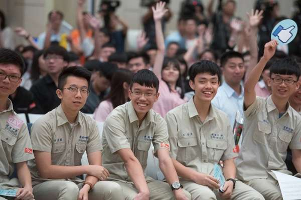 教學生寫程式,台灣就有機會培養出下一個賈伯斯?他:新課綱有這些「大問題」
