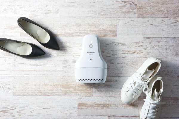 腳臭人的大救星!日本推出「鞋子除臭機」消異味,再也不必擔心脫鞋飄臭的尷尬!