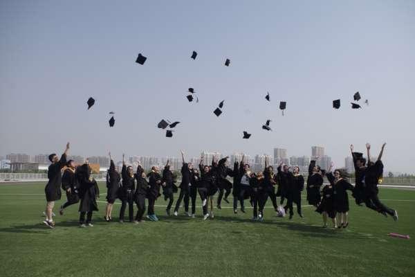念二流大學,也能進一流企業!過來人曝真實心聲,年收百萬、好成就才不是高學歷的專屬權利
