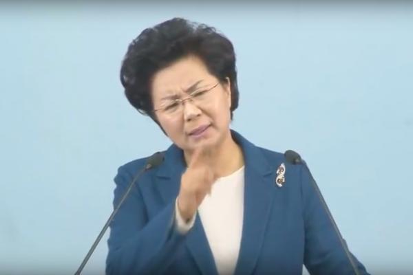 【影片曝光】七旬老翁被賞700下巴掌!「避免上帝降罪懲罰」南韓恐怖女牧師逼信眾互相掌摑