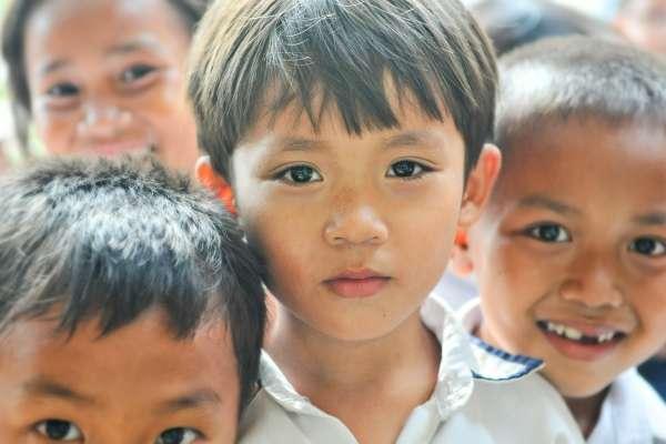 為何中國農村父母愛把小孩的乳名取成「狗蛋、黃毛、不餓」?背後原因有洋蔥、聽了超心疼