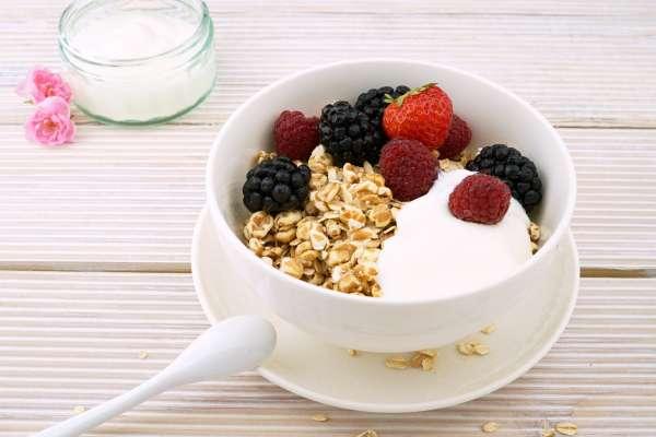 吃麥片當早餐真的有助減肥嗎?營養師提醒:沒注意這3個觀念,小心越吃越胖!