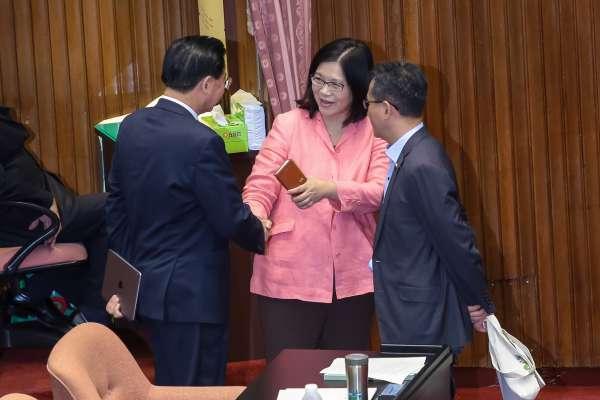 管碧玲揚言提告:外交部長「鞠躬」致意?管辦插手女兒機票 都是假新聞