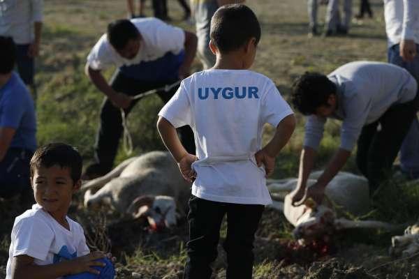 如何對付逃離「再教育」的新疆維吾爾人?中國政府:讓他們的下一代淪為「有爸媽的孤兒」
