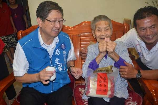 竹縣最高齡人瑞比讚祝福 楊文科:一定發放敬老津貼