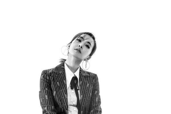 天后不是一天養成的!蔡依林新歌談歧視,她哽咽:「我不是倖免的。」