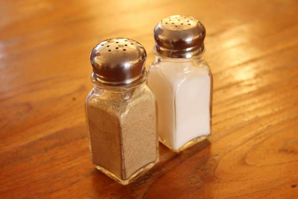 現在餐廳裡隨便你灑的胡椒,古代竟然比黃金還珍貴?揭東西方糾纏千年的傳奇香料史
