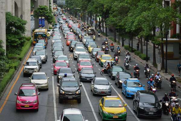 馬路上一堆三寶、酒駕、台灣交通有多亂?他比較各國道路水準,點出台灣人開車這項問題⋯