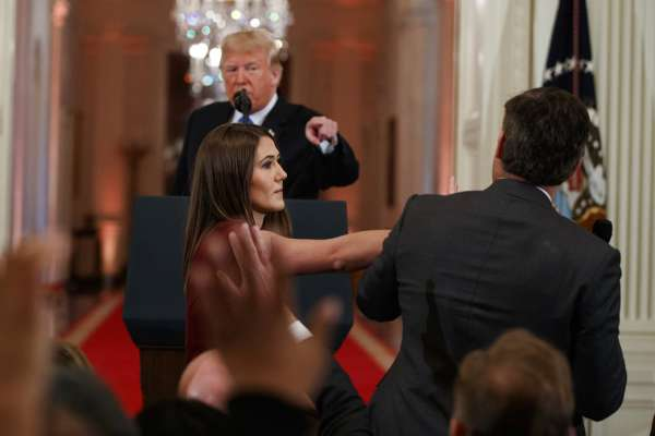 美國總統電視記者會暴走》川普怒罵CNN記者:「你沒禮貌!你人民公敵!」白宮竟報復取消採訪證